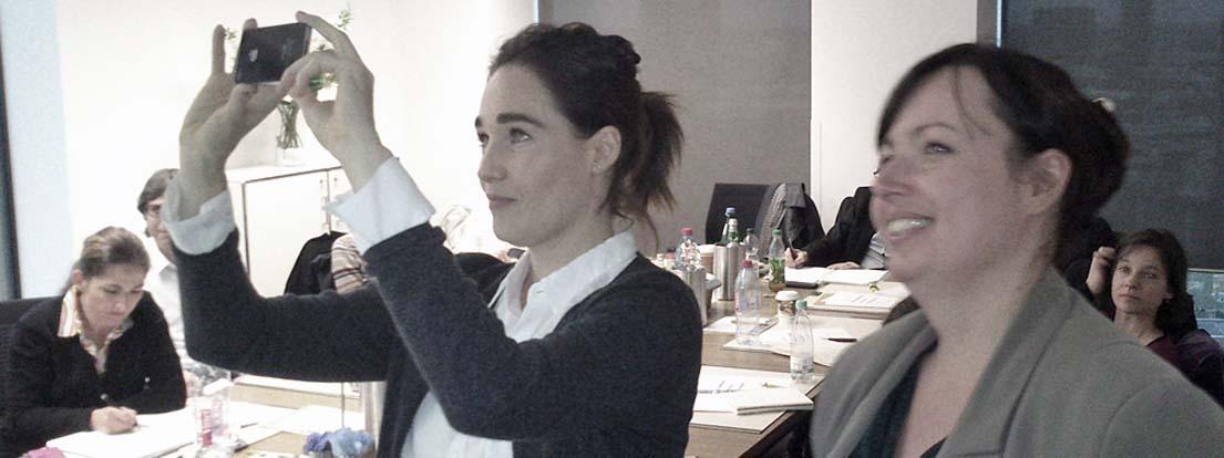 Fabienne Alexopoulos (AGD), faible Graphic Design, und Viktoria Holzheimer (AGD), HolzheimerDesign.