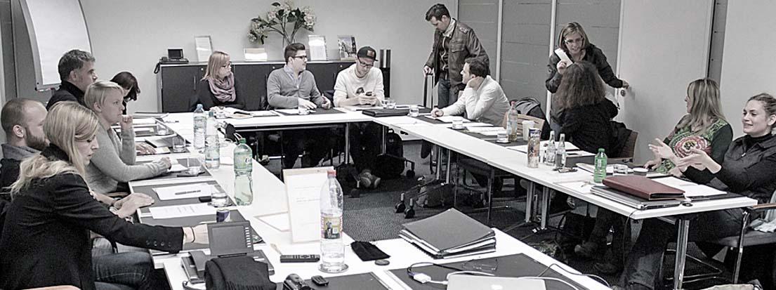 Typoakademie, München, Nymphenburger Höfe, 15.11.2013. Jana Friedl, Rafael Alex, Katharina Modjesch, Frank Groh, Tina Fritzsche (AGD), Anne Peschel, LP, Fabian Liehret, Nando Dietz, TD, Sergio Magallanes, Helga van Veen (AGD), Judith Silbereisen, Kerstin Marr (AGD) und Sina Henne (AGD). Foto: Wolfgang Beinert, Berlin.