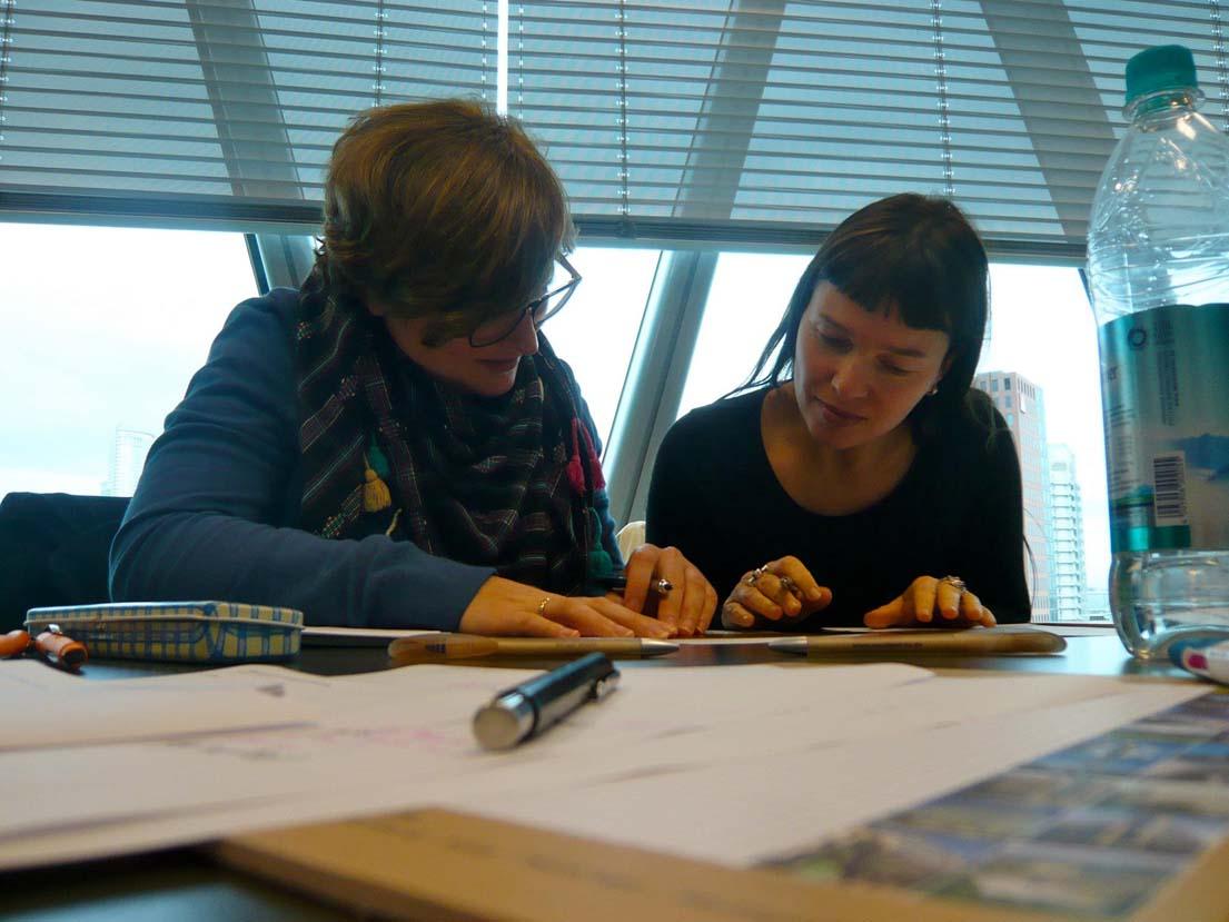 Laura Schweizer (Döbeledesign Werbeagentur GmbH, Wiesbaden) und Patricia Tessitore, AGD (mp design, Würzburg).