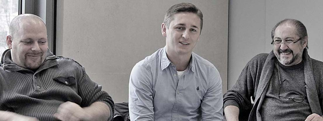 Marc Babenschneider, AGD (inspirit graphicbureau, Kreuztal), Martin Miron (Duplexmedia GmbH & Co. KG, Düsseldorf) und Nurhan Karacak, AGD (Sprachenakademie Aachen gGmbH).