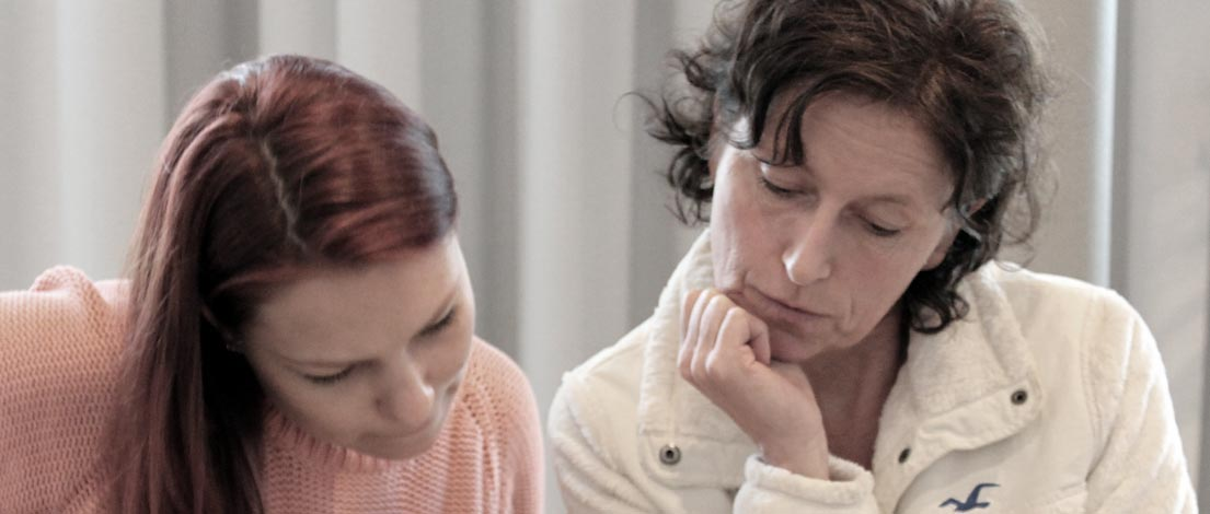 Mira Taferner (Grafikhaus Tinka Schlotterer Sibylle Korfmacher GbR, München) und Elvira Mbodji (Grafikdesignerin, Eichenau).