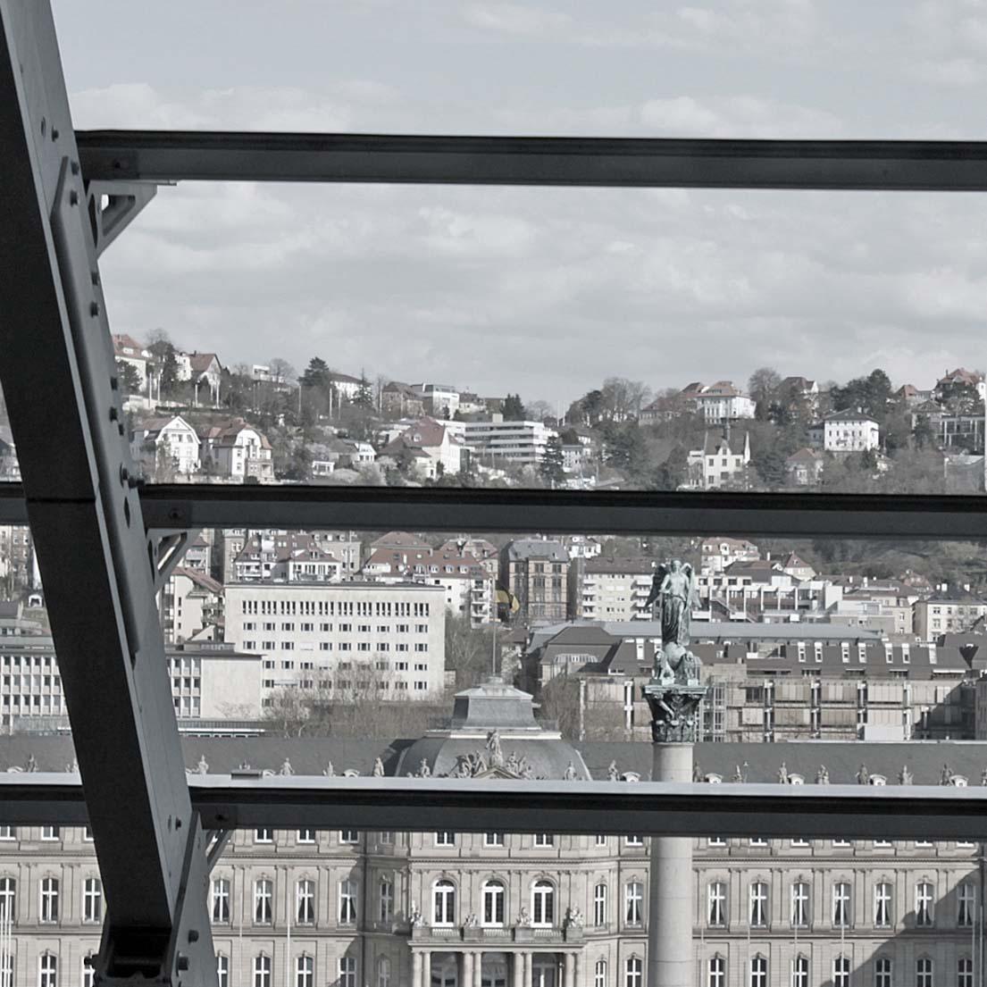 Blick aus dem Fenster auf den Schlossplatz in Stuttgart.