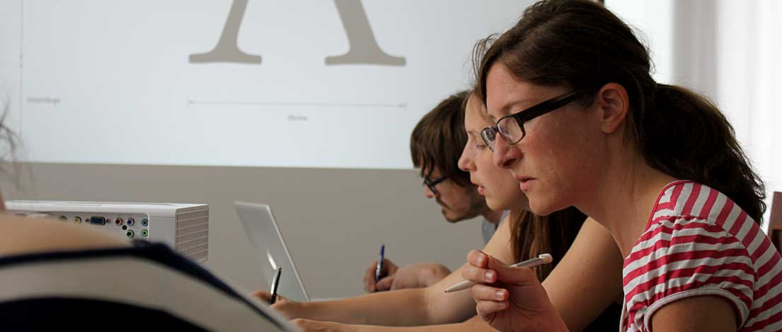 Eva Kolb (Webdesign, Grafik und Ausstellung, Hamburg). Typoakademie, Seminar »Typographie im Grafik- und Kommunikationsdesign« und Workshop »Schriftmischung« am 5.–6. Juni 2015 in Berlin. Foto: Wolfgang Beinert, Berlin.
