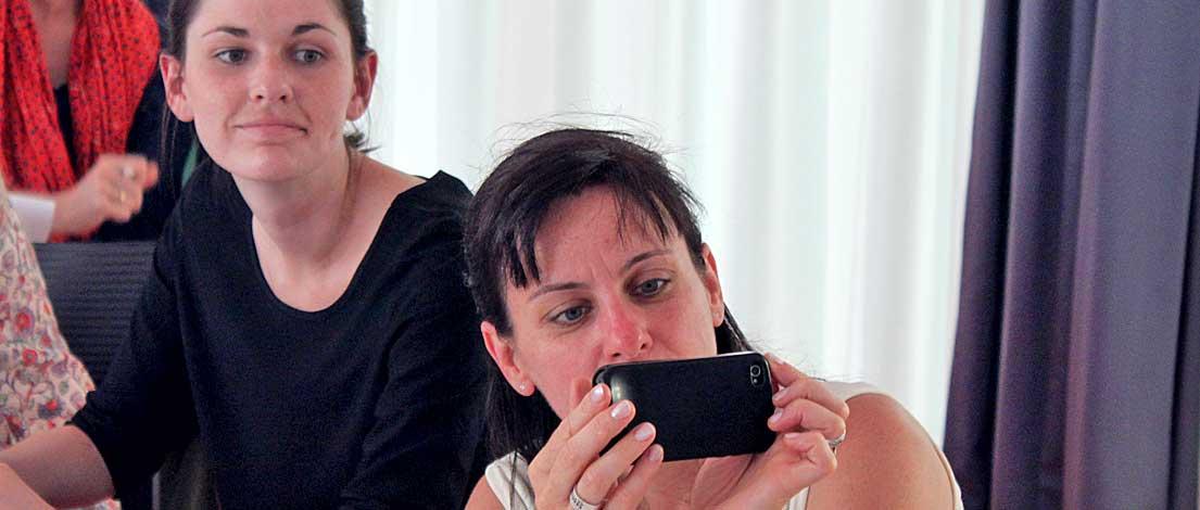 Lisa Schmidkte (in medias rees, Stuttgart) und Tatjana Rudat, AGD (Artwork, Werbung & Design, Freiburg). Typoakademie, Seminar »Typographie im Grafik- und Kommunikationsdesign« am 12. Juni 2015 im Hospitalhof in Stuttgart. Foto: Wolfgang Beinert, Berlin.
