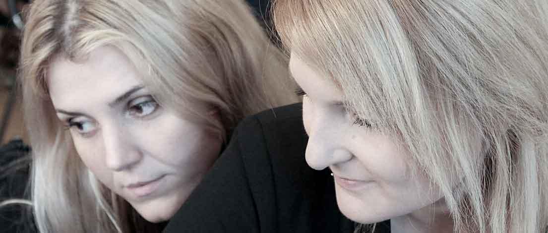 Irina Pfaff und Janna Ewald (K-Mail Order GmbH & Co. KG, Pforzheim). Typoakademie, Seminar »Typografie im Grafik- und Kommunikationsdesign« am 9. November 2015 im Museum für Kommunikation, Frankfurt. Foto: Wolfgang Beinert, Berlin.