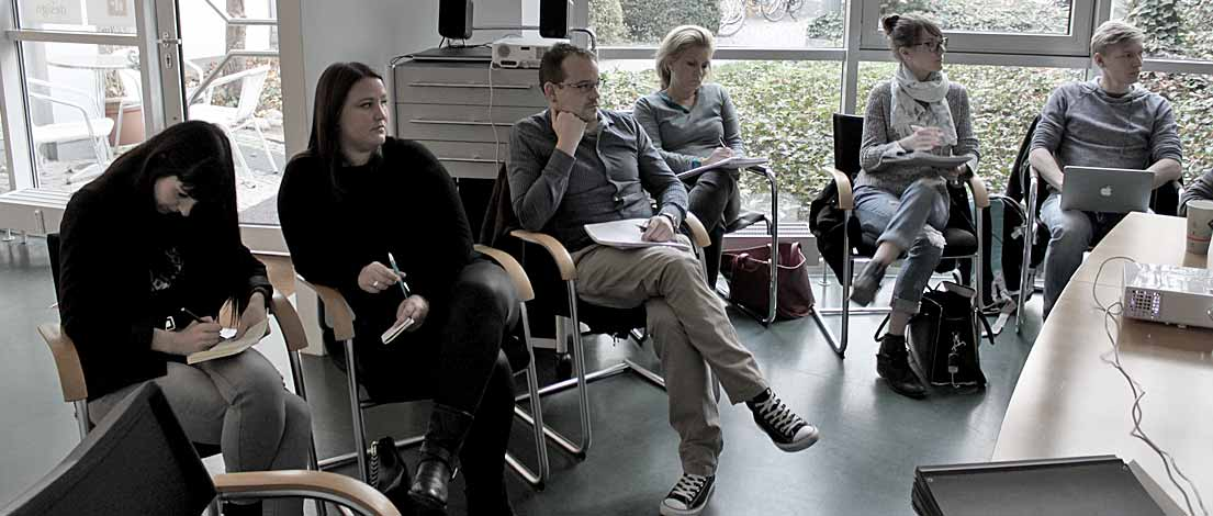 Sarah Diemerling (E. Breuninger GmbH & Co., Stuttgart), Jasmin Janek (E. Breuninger GmbH & Co., Stuttgart), Michael Neitzel (Landesamt für Digitalisierung, Breitband und Vermessung, München), Carolin Ehret (Designerin, Starnberg), Saskia Wiedemann (Duken & v. Wangenheim, München) und Sebastian Fröhlich (explain it GmbH, München). Typoakademie, Seminar »Typografie im Grafik- und Kommunikationsdesign« am 13. November 2015 bei Bayern Design, München. Foto: Wolfgang Beinert, Berlin.