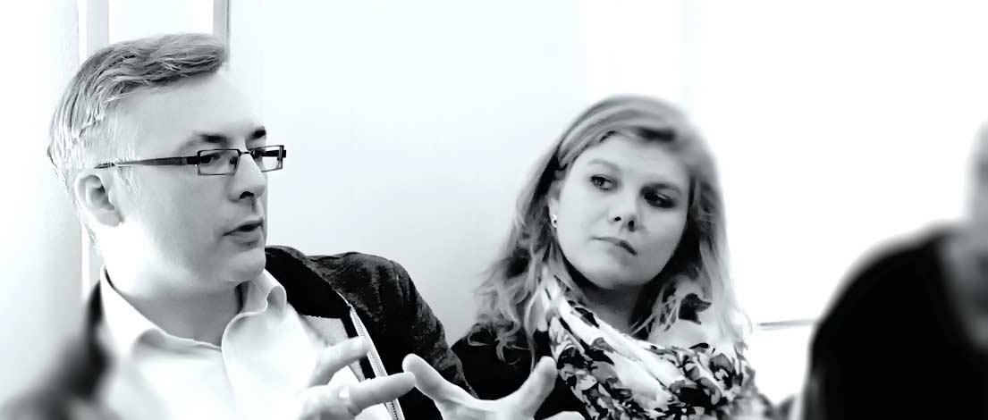 Jan Brügmann (GFISH IDENTITÄTSBILDUNG Brand- & Creativ-Direction, Ahrensburg) und Linda Radbruch (VSF&P GmbH, Hamburg). Typoakademie, Seminar »Typografie im Grafik- und Kommunikationsdesign« am 25. April 2016 im Literaturhaus Hamburg. Foto: Wolfgang Beinert, Berlin.