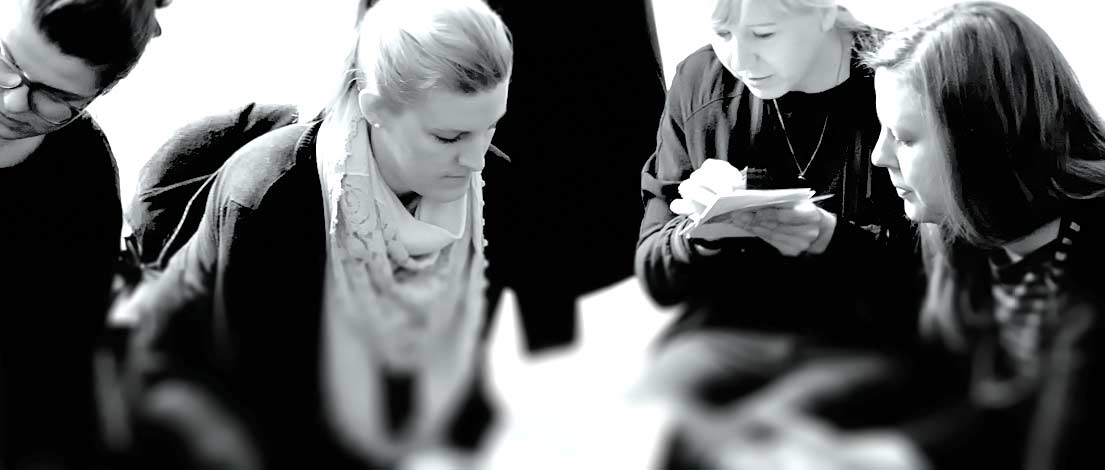 Sandra Morath (edelweiss* büro für grafik und design, Hamburg), Sarah Vitense (BrawandRieken Werbeagentur, Hamburg), Karolin Konstanzer (BrawandRieken Werbeagentur, Hamburg) und Meike Schmidt (BrawandRieken Werbeagentur, Hamburg). Typoakademie, Seminar »Typografie im Grafik- und Kommunikationsdesign« am 25. April 2016 im Literaturhaus Hamburg. Foto: Wolfgang Beinert, Berlin.