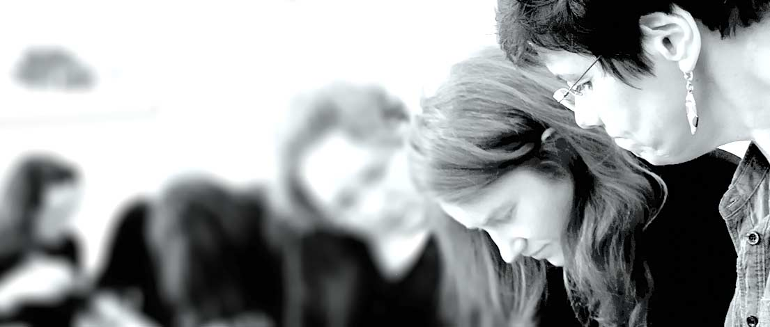 Sinja Schwarz (Janine Weitenauer - Creative Minds, Hamburg) und Regina Neubohn (TLA-TeleLearn-Akademie, Hamburg). Typoakademie, Seminar »Typografie im Grafik- und Kommunikationsdesign« am 25. April 2016 im Literaturhaus Hamburg. Foto: Wolfgang Beinert, Berlin.
