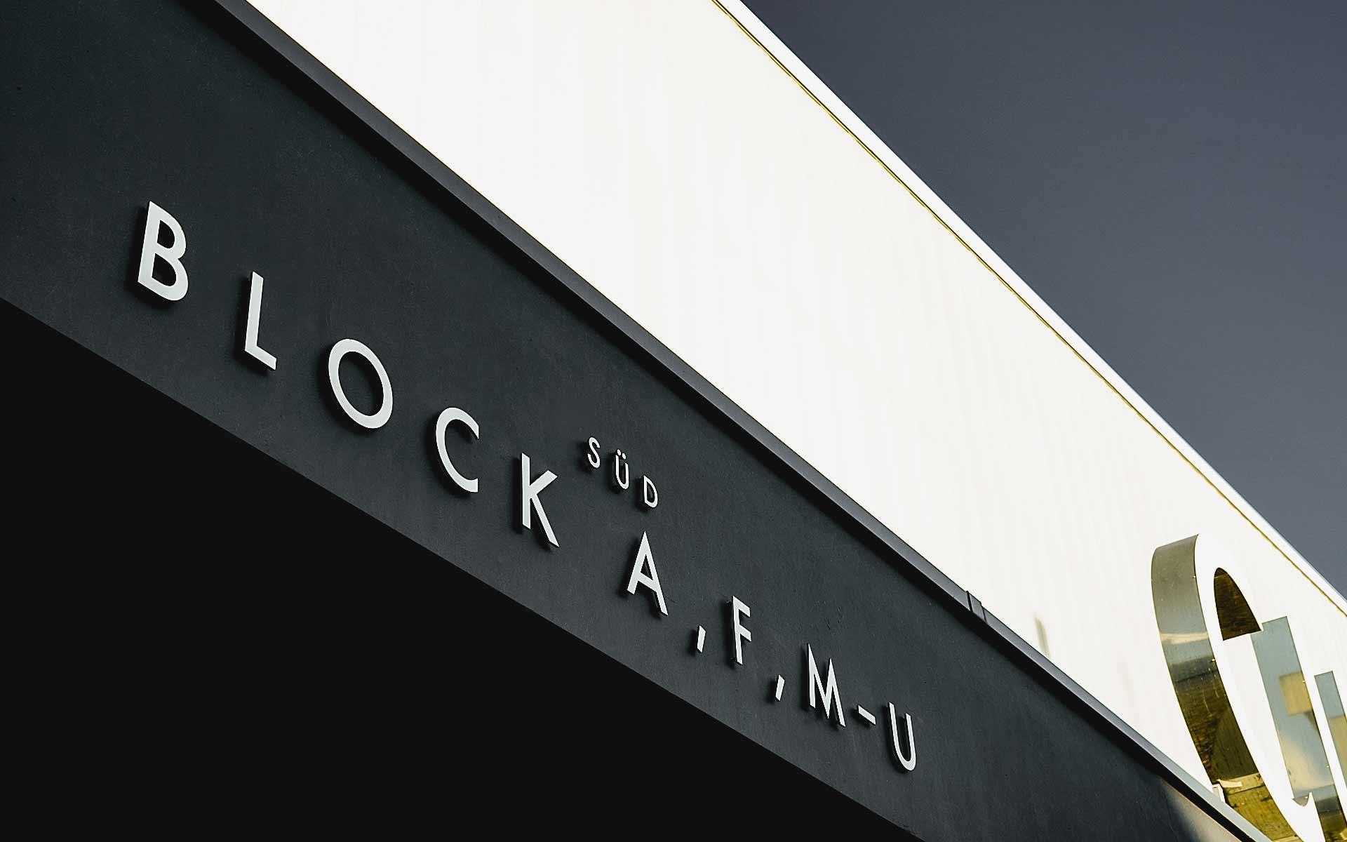 Typografie und Beschriftung des Curt-Frenzel-Stadions in Augsburg. Design: Wolfgang Beinert, Berlin.
